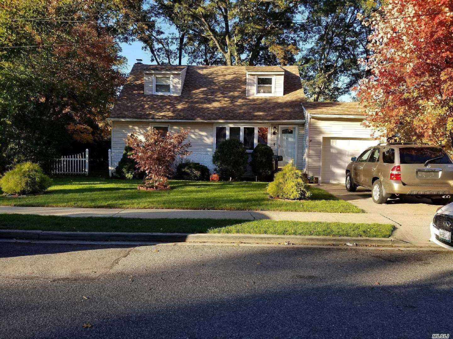 Photo of home for sale at 251 Lincoln Ave, Roosevelt NY