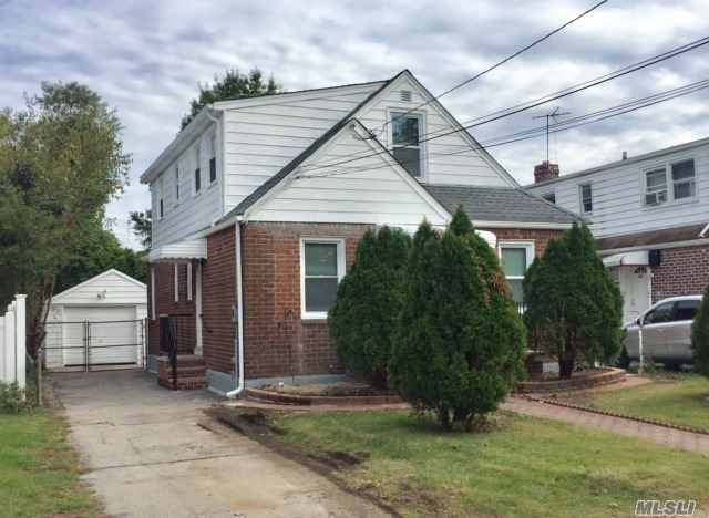 Photo of home for sale at 129 Circle Dr, Elmont NY