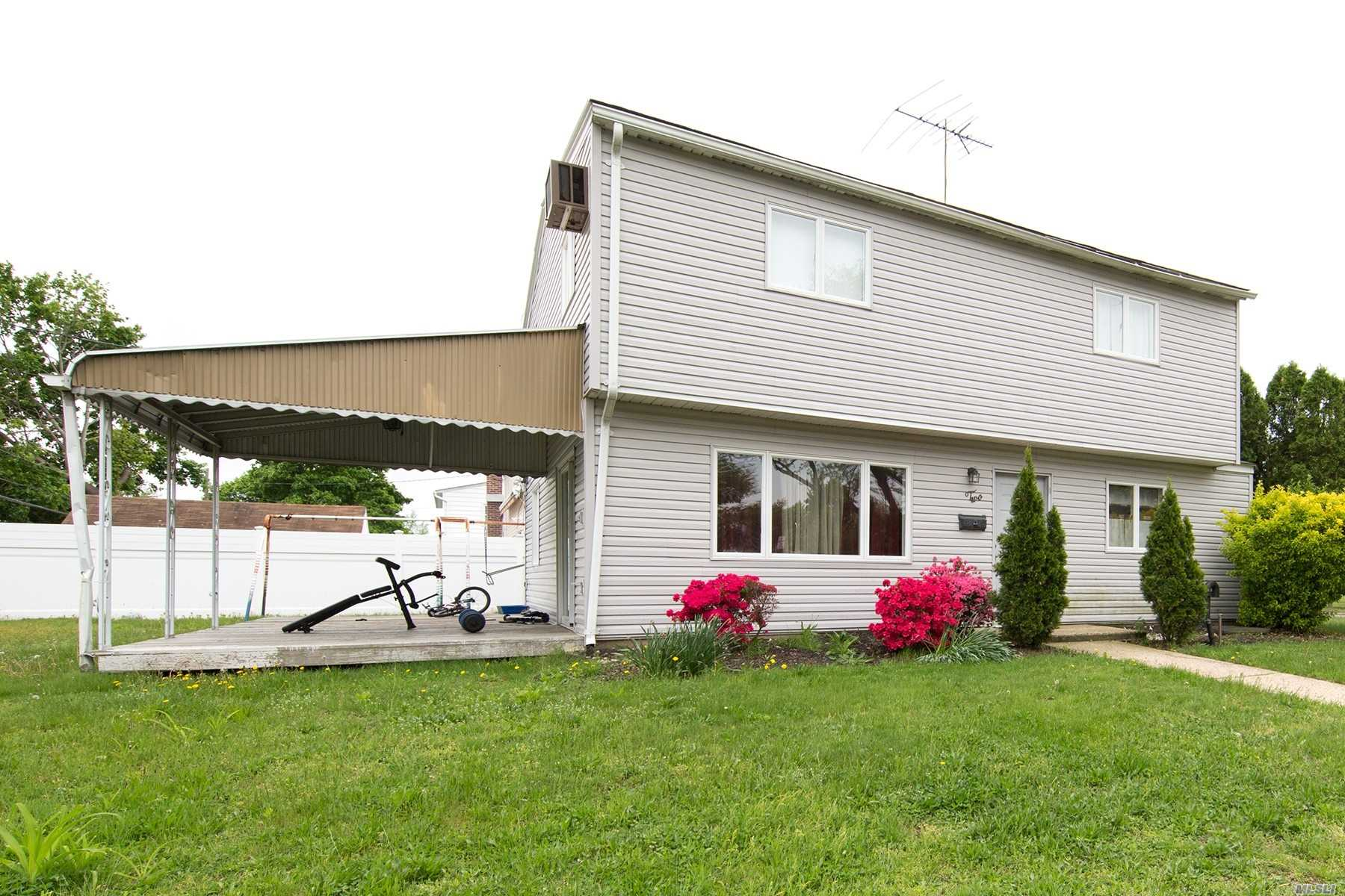 Photo of home for sale at 2 Bluegrass Ln, Levittown NY