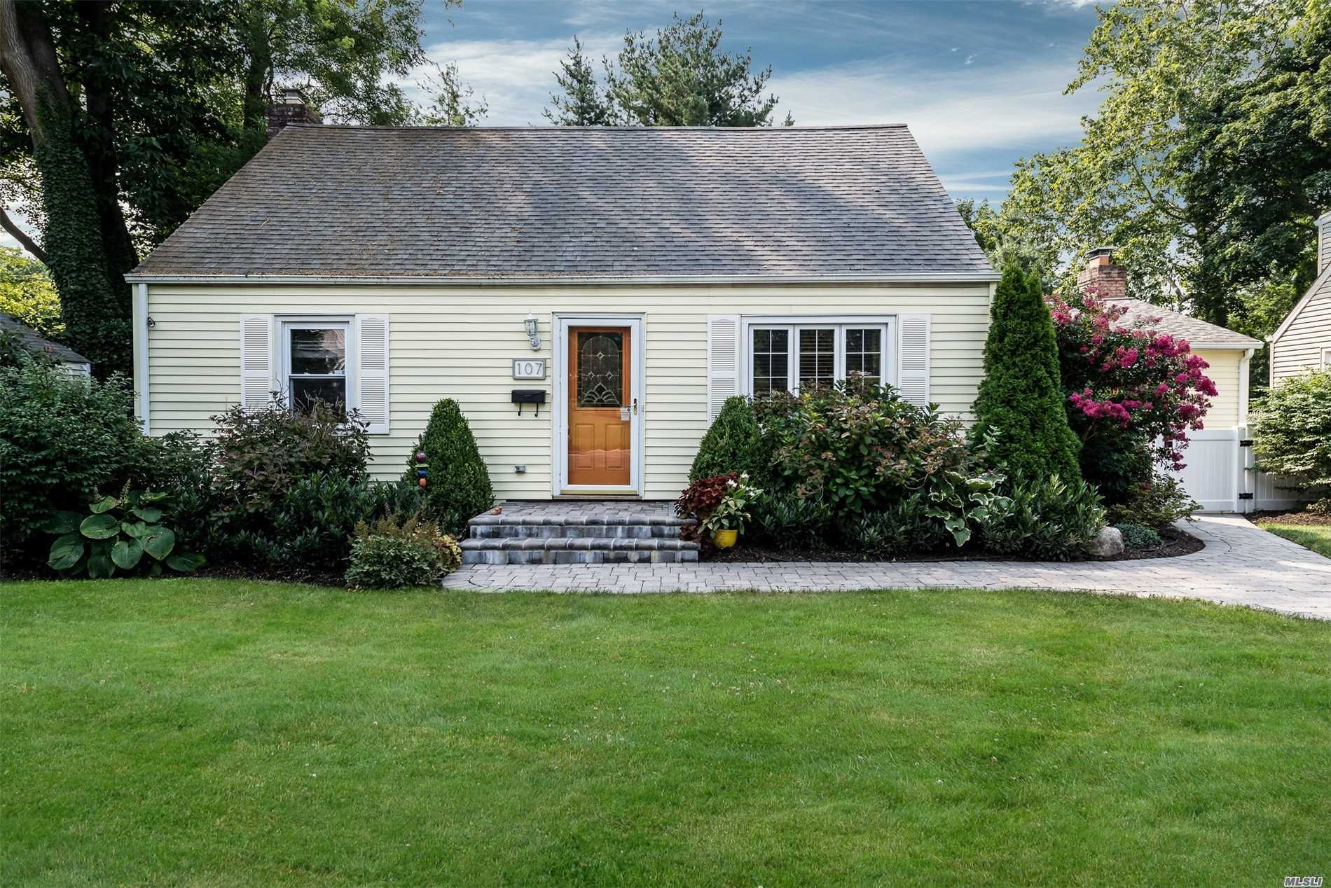 Photo of home for sale at 107 Valley Ave, Locust Valley NY