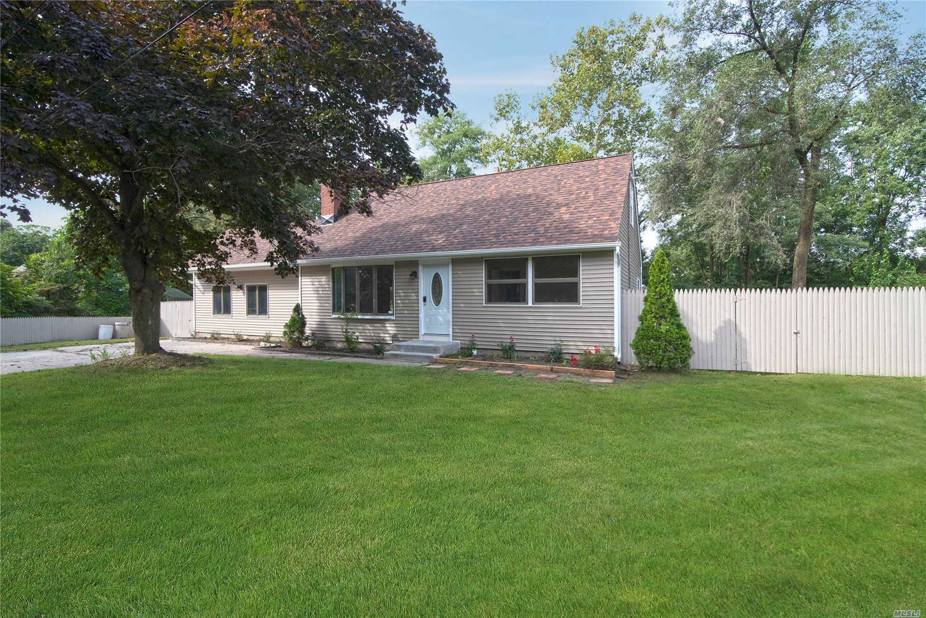 Photo of home for sale at 151 Mark Tree Rd, Centereach NY