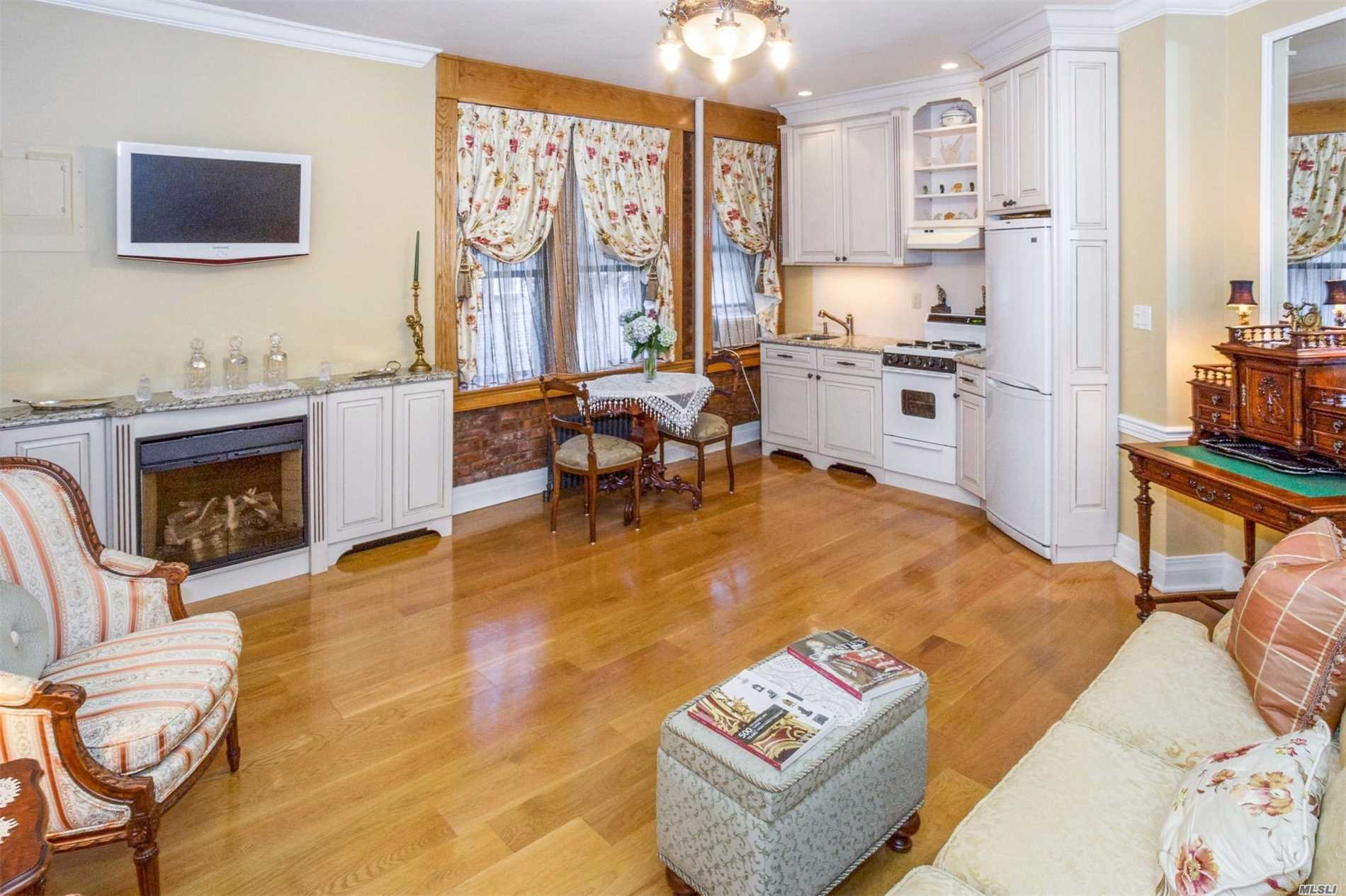 Property for sale at 12 Hempstead Ave, Rockville Centre,  NY 11570
