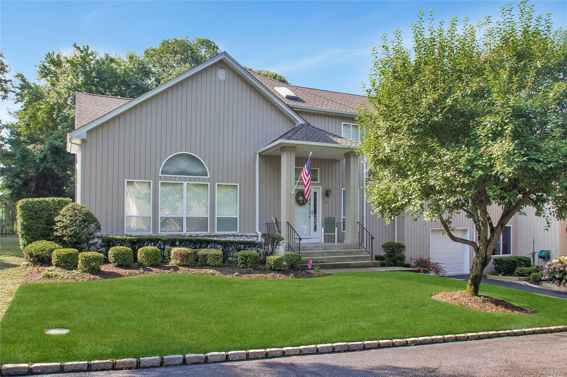 Property for sale at 18 Stone Gate Ct, Smithtown,  NY 11787