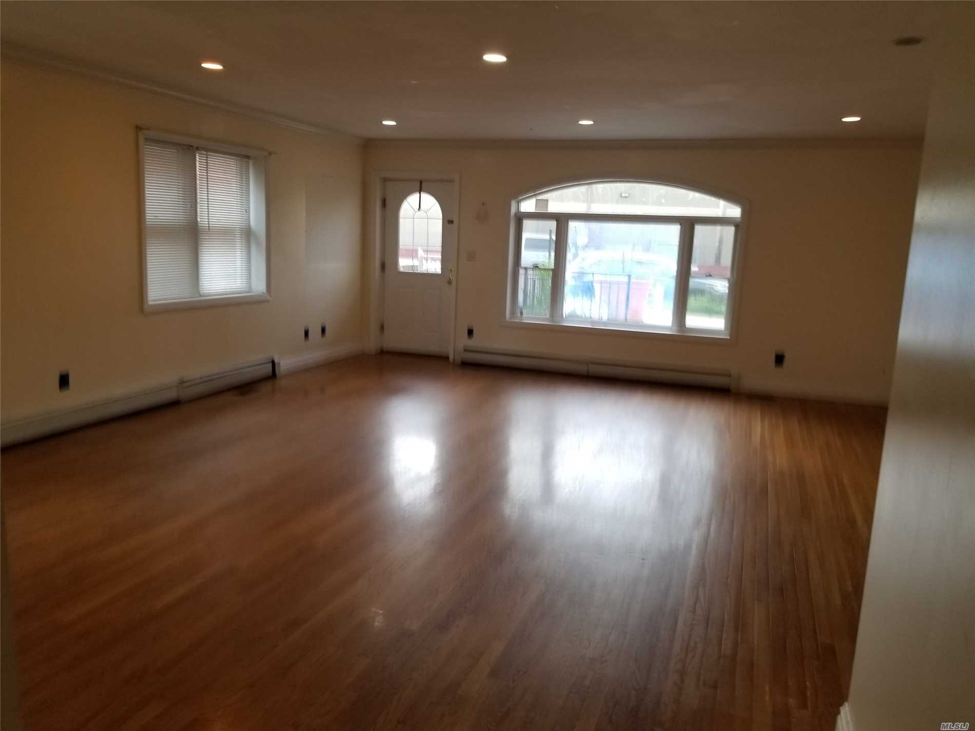 Photo of home for sale at 199-04 47 Ave, Flushing NY