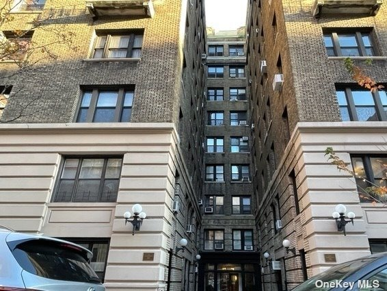 Photo of home for sale at 203 81st St W, Manhattan NY