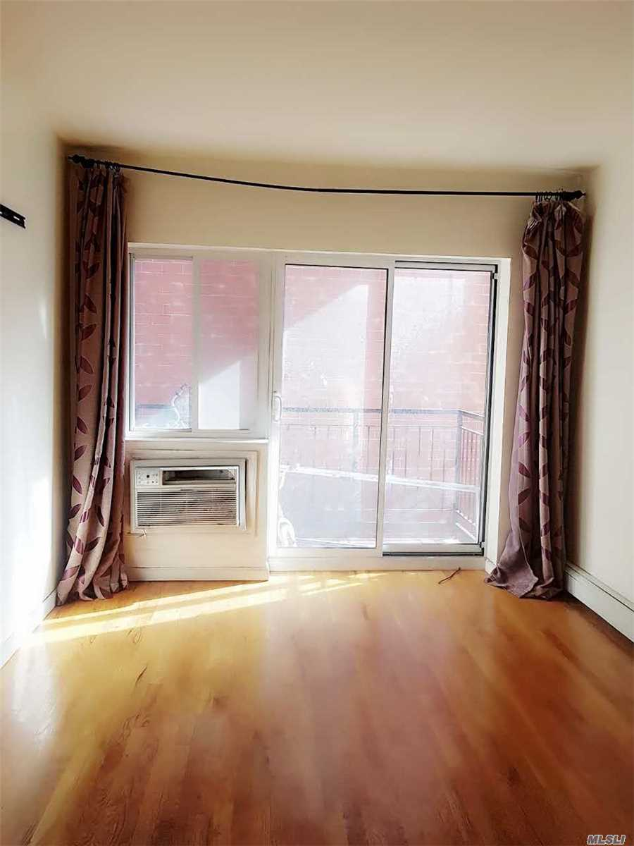 Photo of home for sale at 161-14 71Th Ave, Fresh Meadows NY