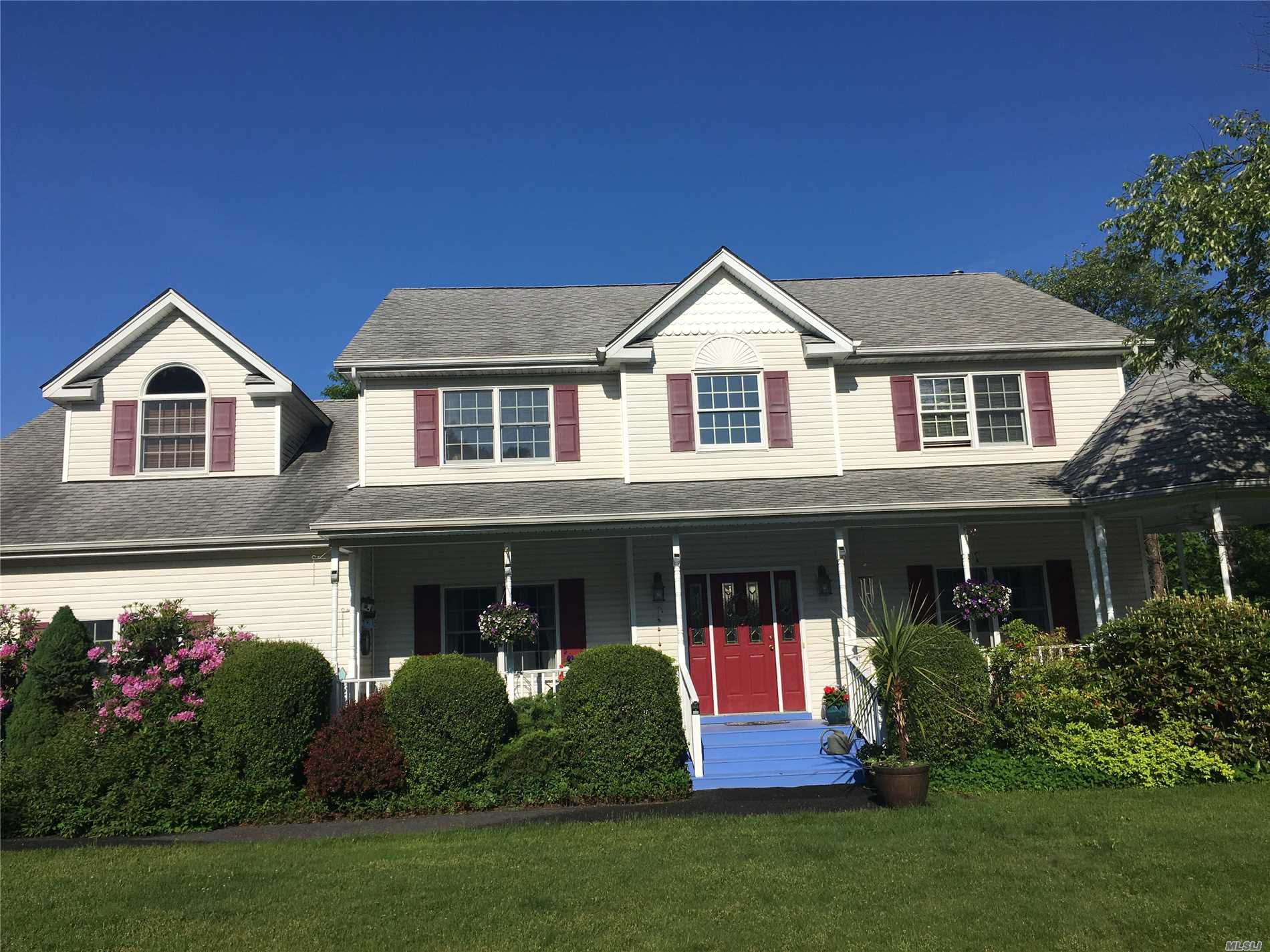 Photo of home for sale at 8 Shannon Ct, Center Moriches NY