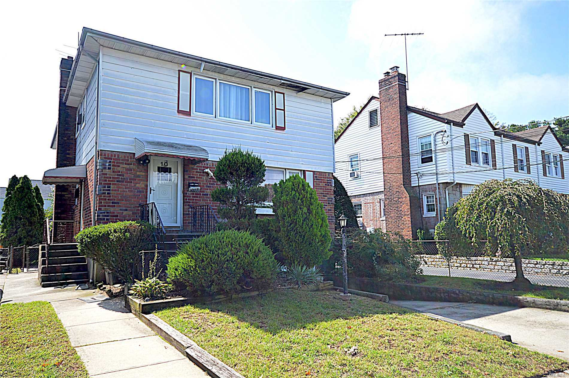 Photo of home for sale at 10 Nassau Blvd, Malverne NY