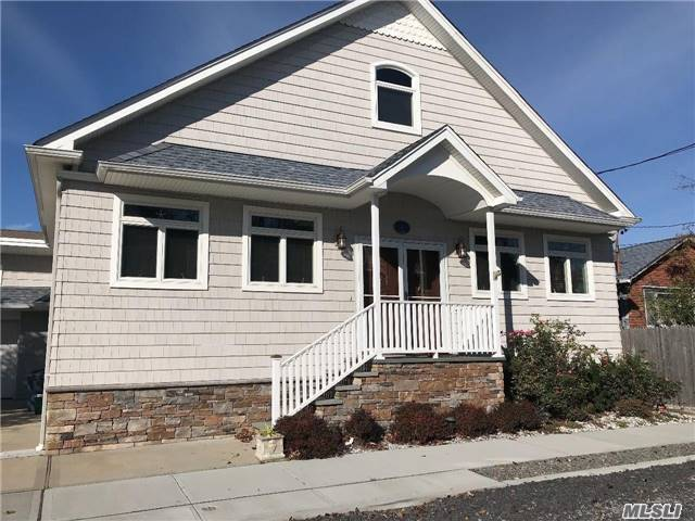 Photo of home for sale at 3 Inwood, Point Lookout NY