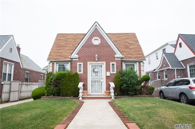 Photo of home for sale at 131-28 Francis Lewis Blvd, Laurelton NY