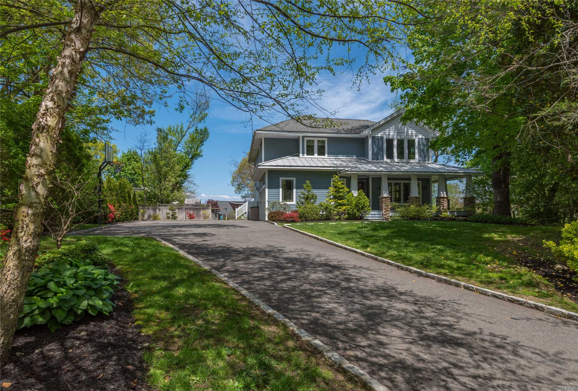 Photo of home for sale at 25 Millford Drive, Lattingtown NY