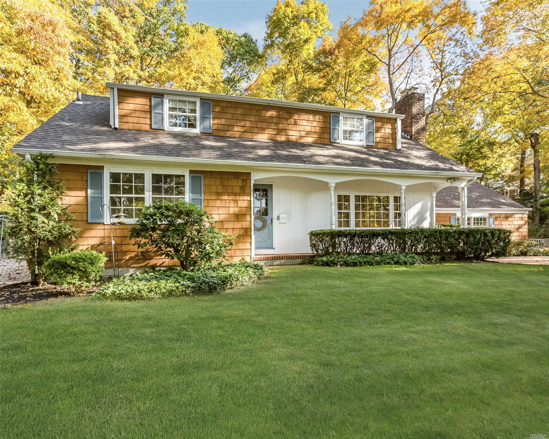Photo of home for sale at 85 Woodchuck Hollow Rd, Cold Spring Harbor NY