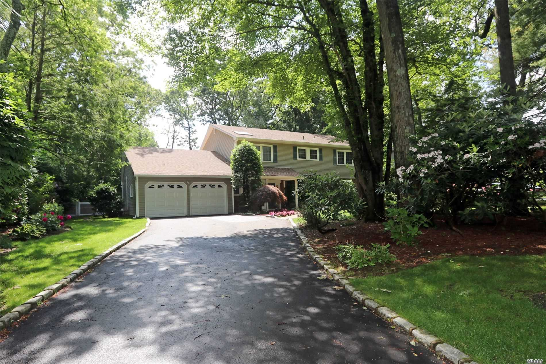Property for sale at 16 Mclane Dr, Dix Hills,  New York 11746