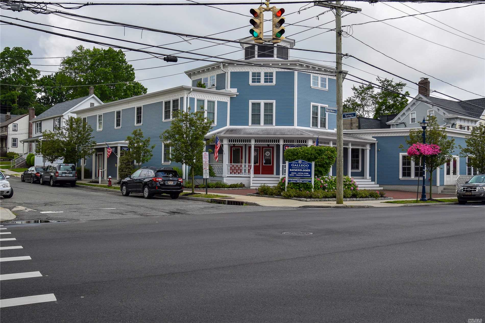 Photo of home for sale at 67 Main St W, Oyster Bay NY