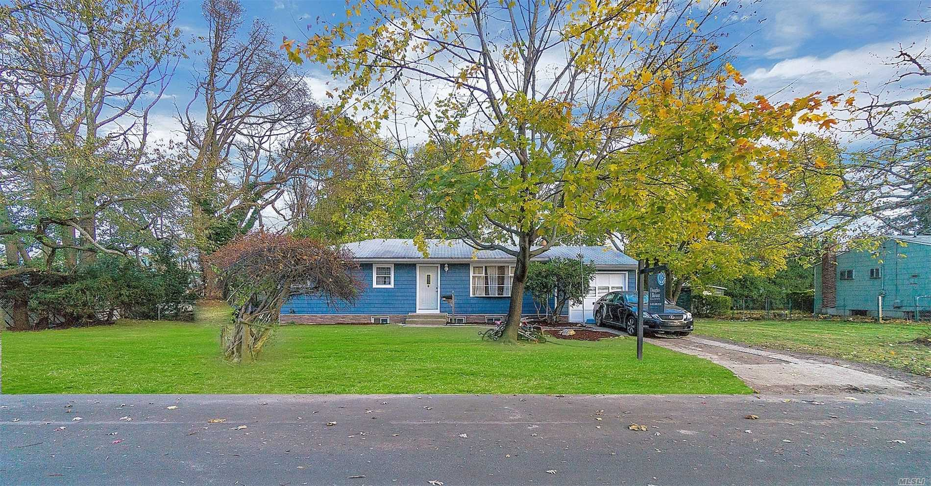 Photo of home for sale at 63 Franklin Ave, Deer Park NY
