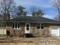 Photo of home for sale at 989 Spur Dr, Bay Shore NY