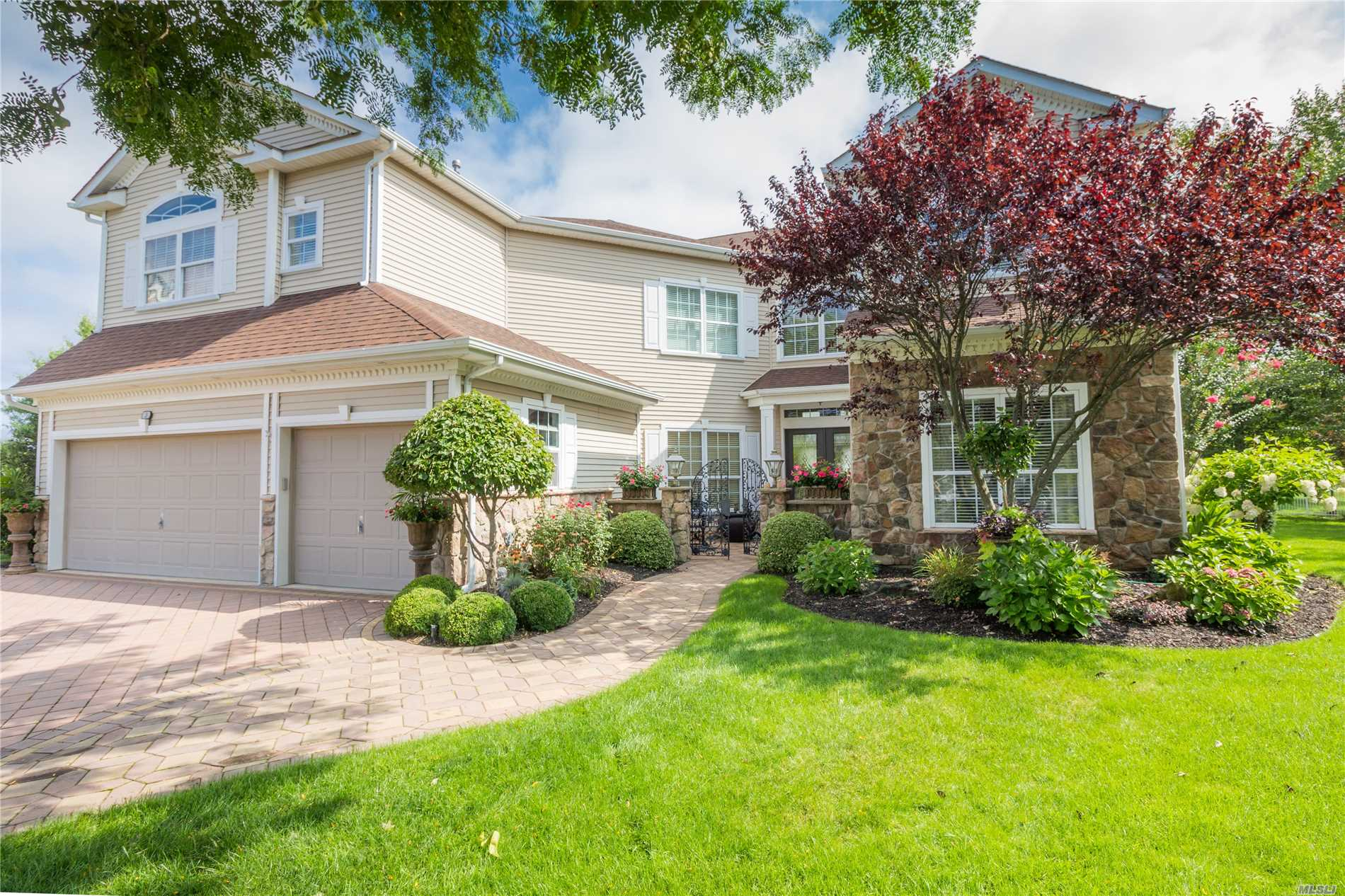 Property for sale at 3 Sawgrass Ct, Mt. Sinai,  NY 11766
