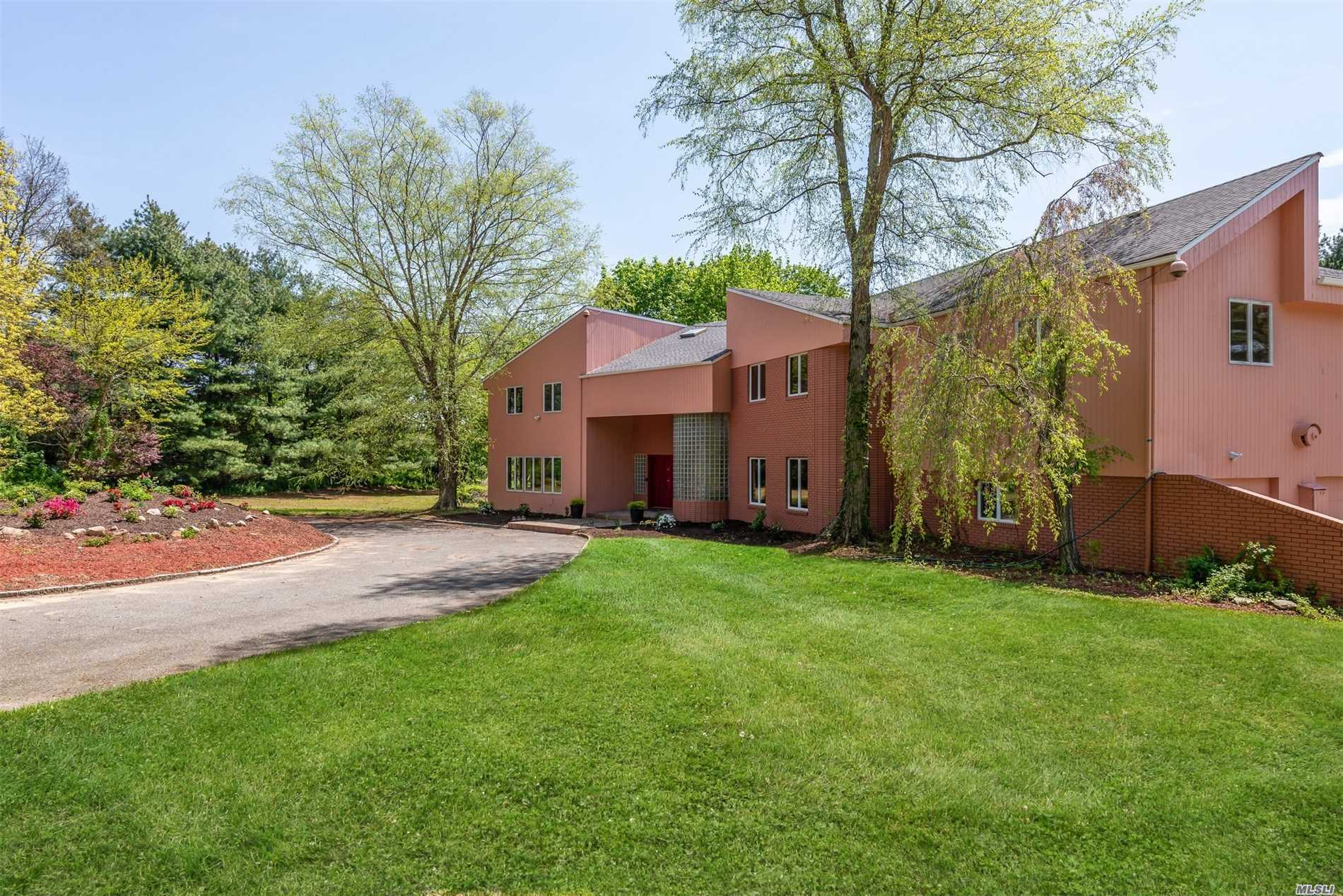 Photo of home for sale at 242 Store Hill Rd, Old Westbury NY