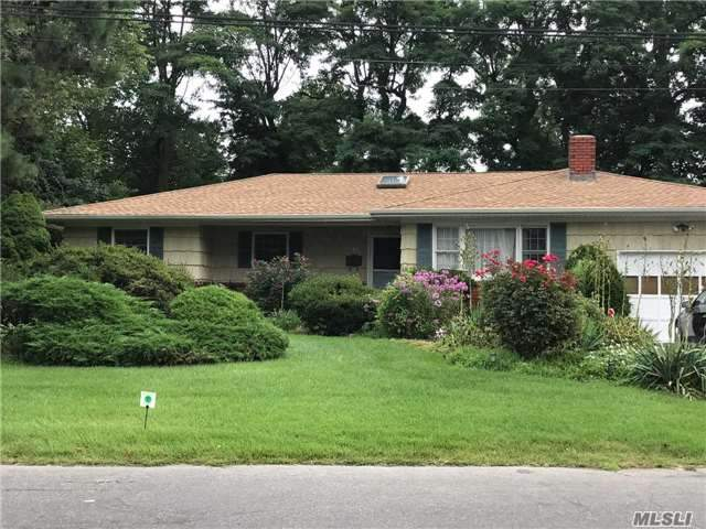 Photo of home for sale at 15 Somerset Pl, Deer Park NY