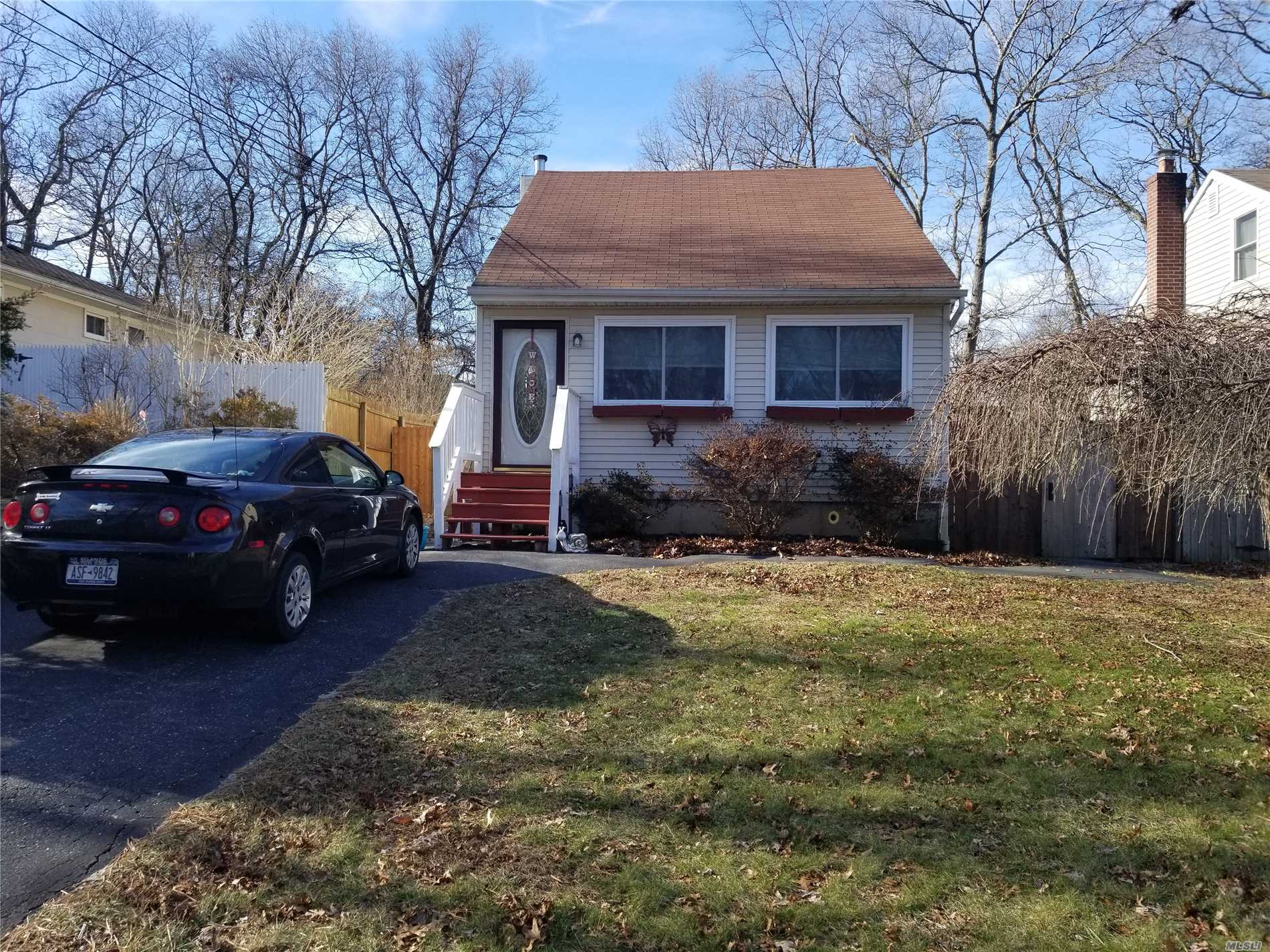 Photo of home for sale at 44A Lafayette Ave, Mastic NY