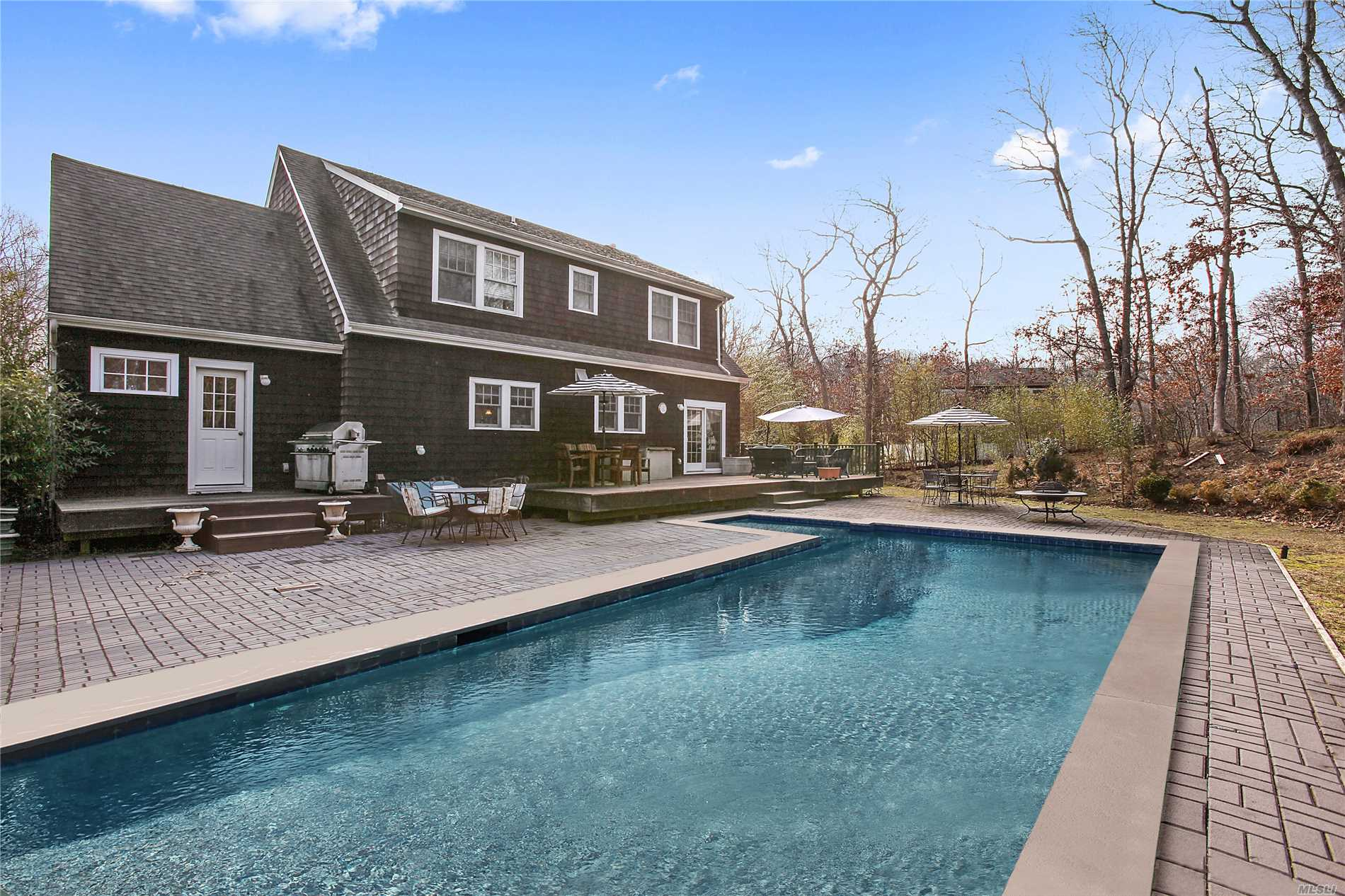 Photo of home for sale at 32 Deep Six Dr, East Hampton NY
