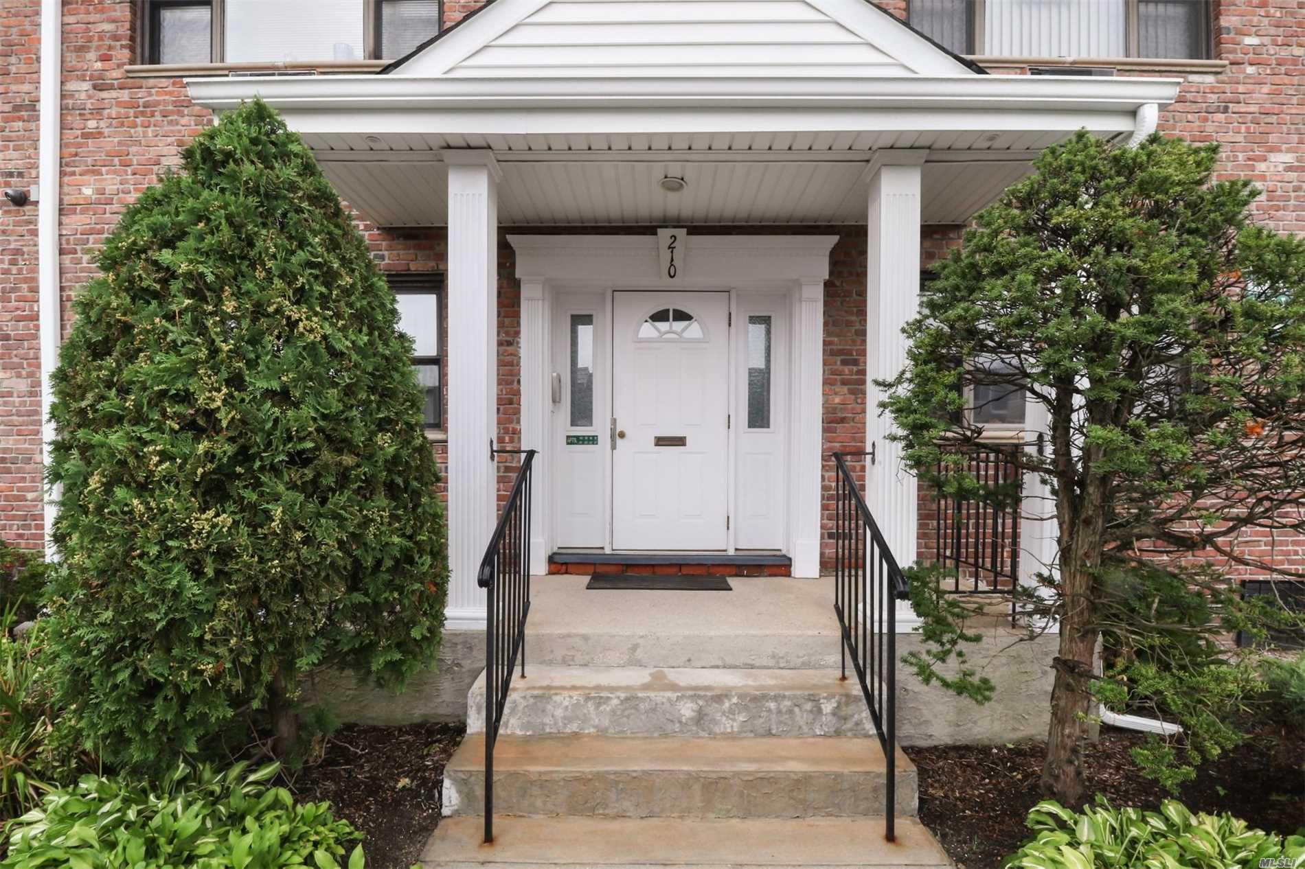 Property for sale at 210 Fulton St, Farmingdale,  NY 11735