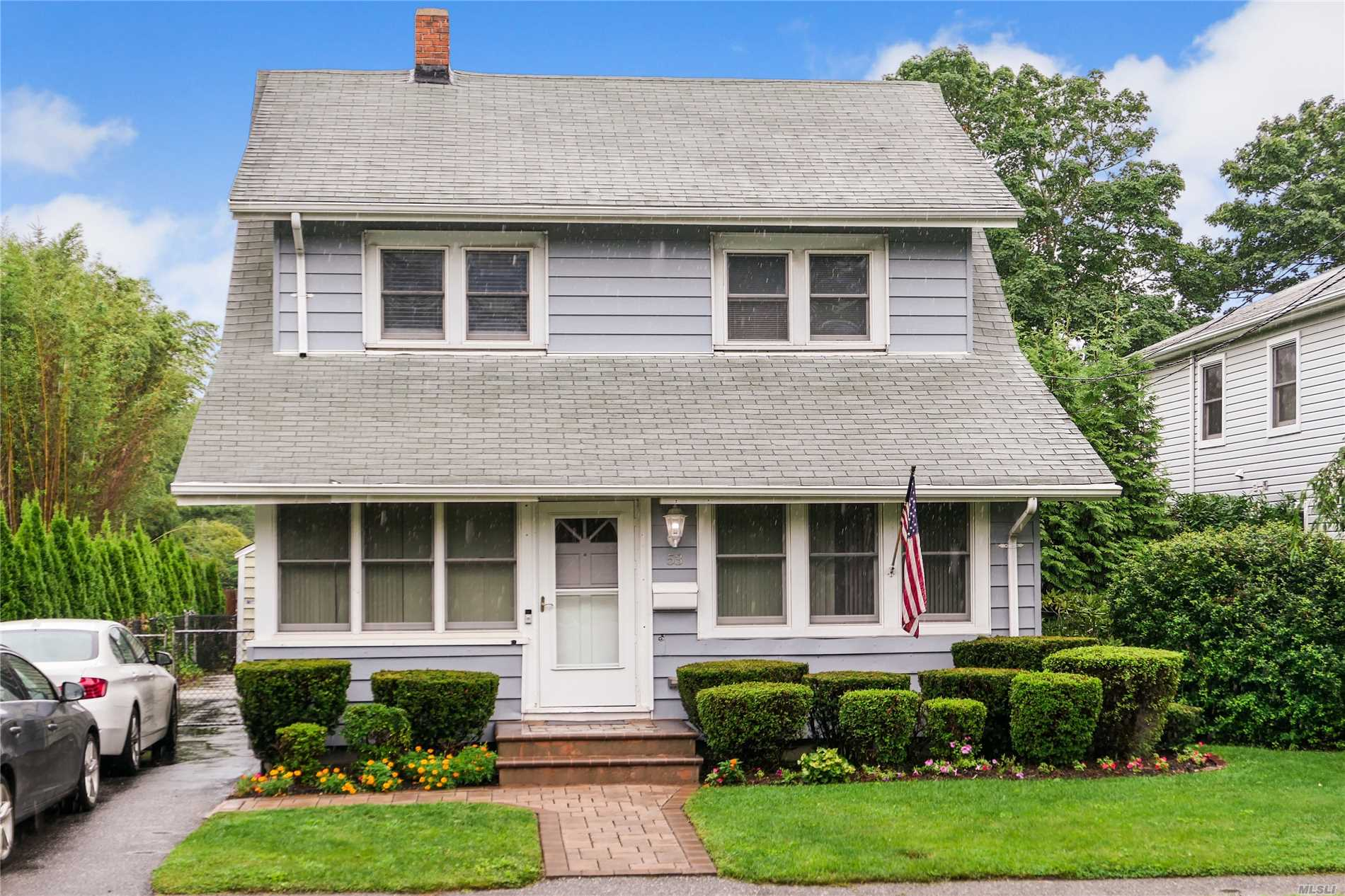 Photo of home for sale at 53 Station Rd, Bellport Village NY