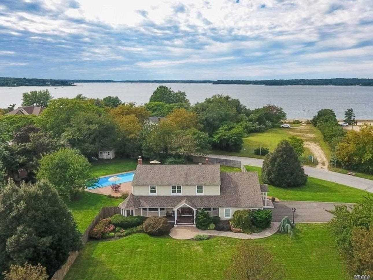 Photo of home for sale at 20 Steers Ave, Northport NY