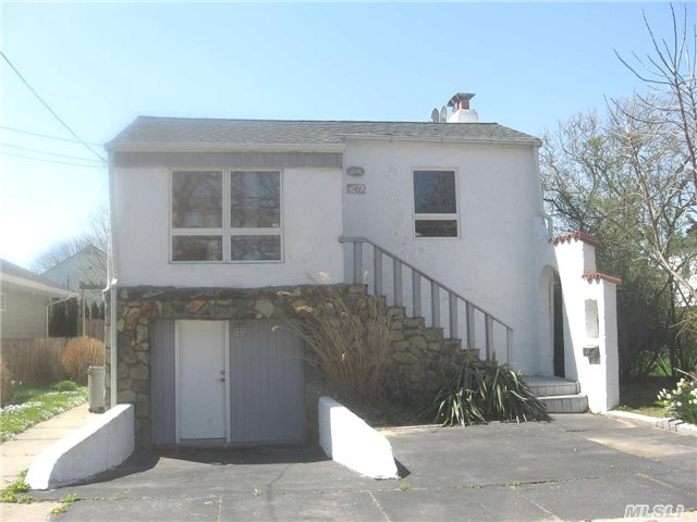 Photo of home for sale at 123 Cayuga Ave, Atlantic Beach NY