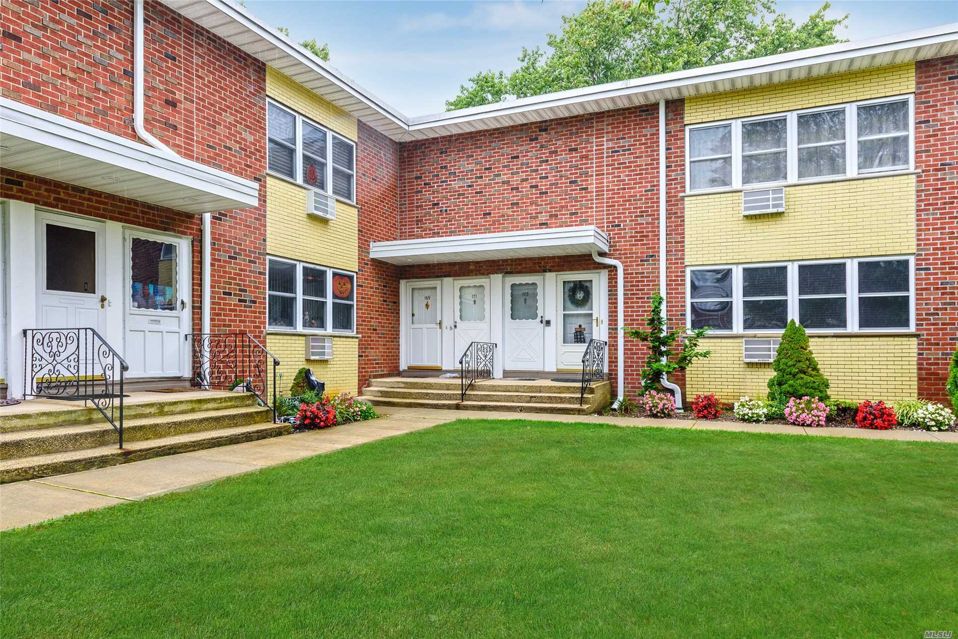 Property for sale at 169 Farber Dr, West Babylon,  NY 11704