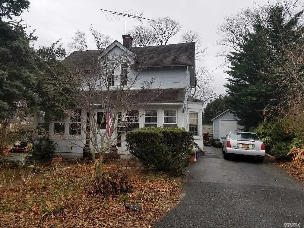 Photo of home for sale at 2744 Union Blvd, Islip NY