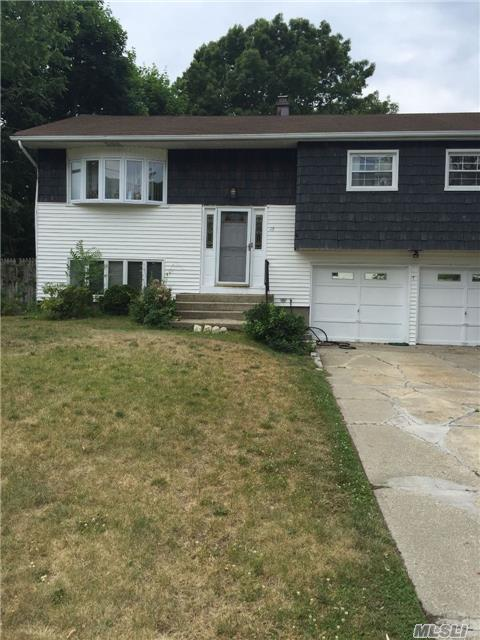 Photo of home for sale at 15 Satellite Dr, Islip Terrace NY