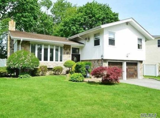 Photo of home for sale at 119 Forest Dr, Jericho NY