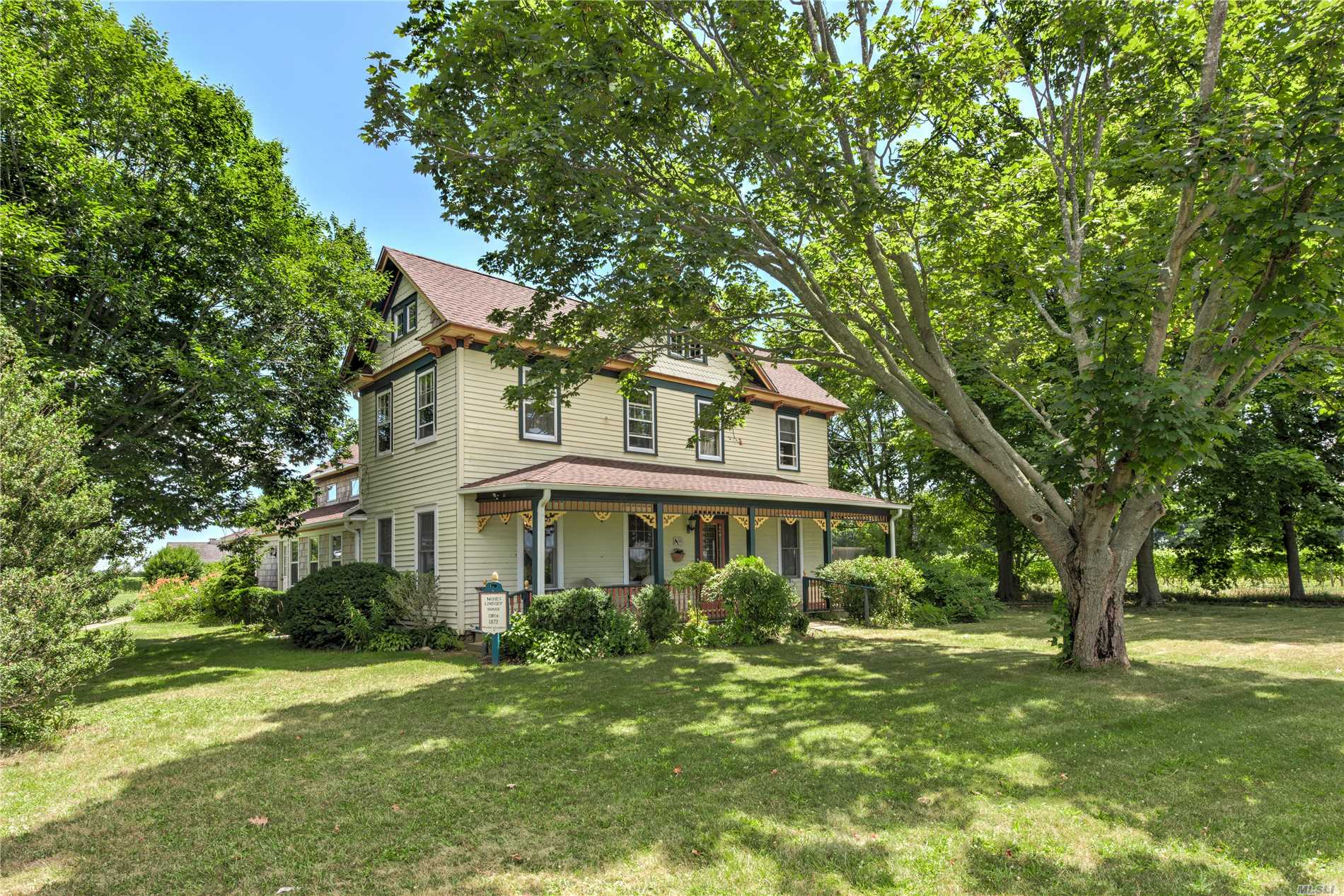 Photo of home for sale at 25000 County Road 48, Cutchogue NY