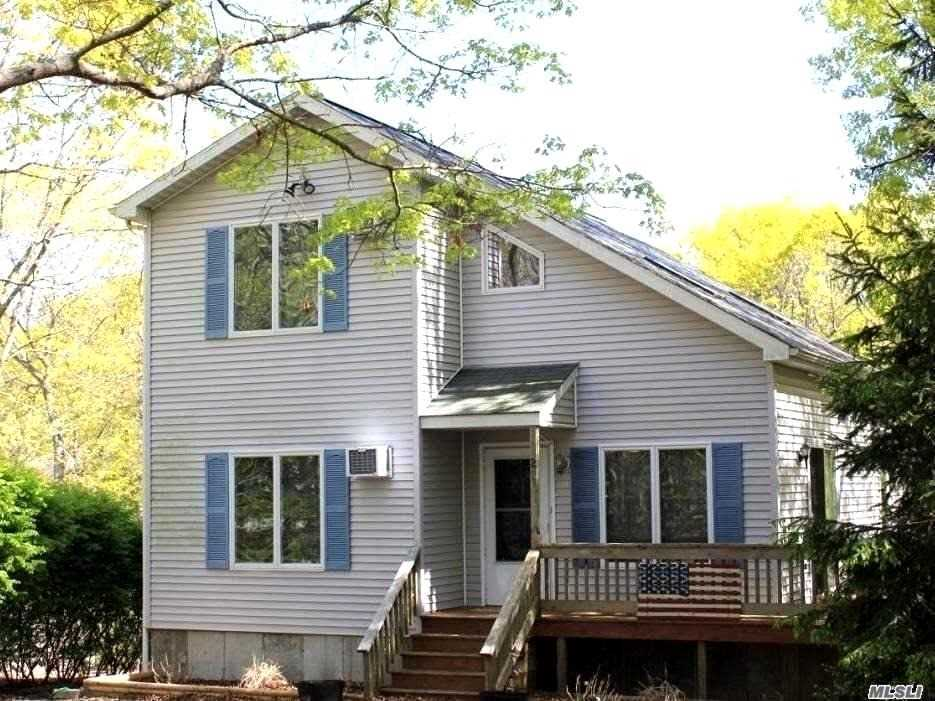 Photo of home for sale at 21 Newtown Ct, Hampton Bays NY