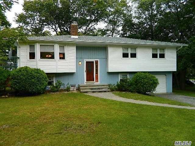 Photo of home for sale at 2 Shinnecock Ln, Hampton Bays NY
