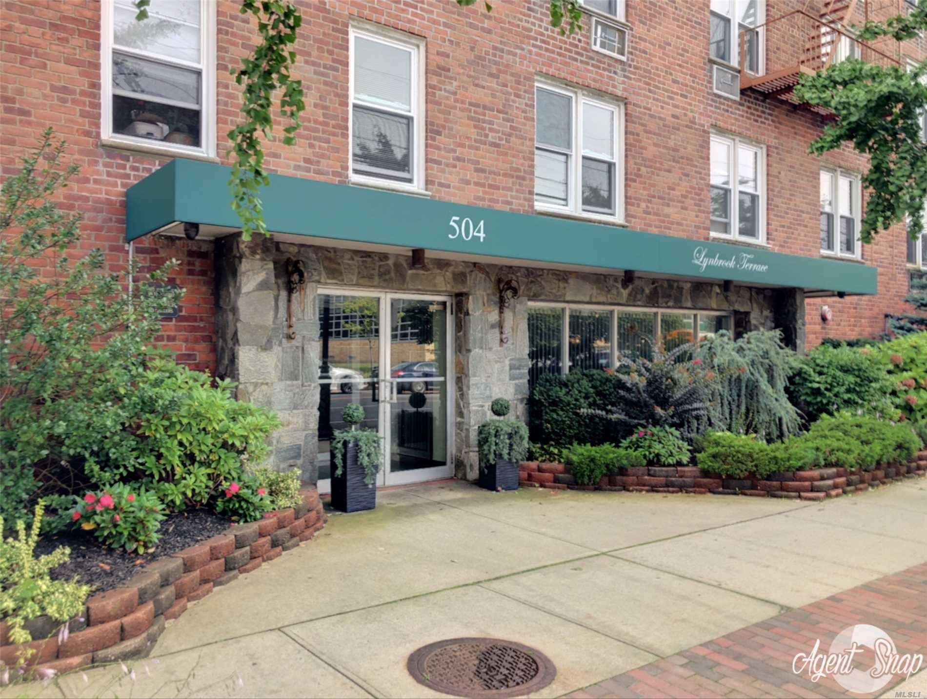 Property for sale at 504 Merrick Rd, Lynbrook,  NY 11563