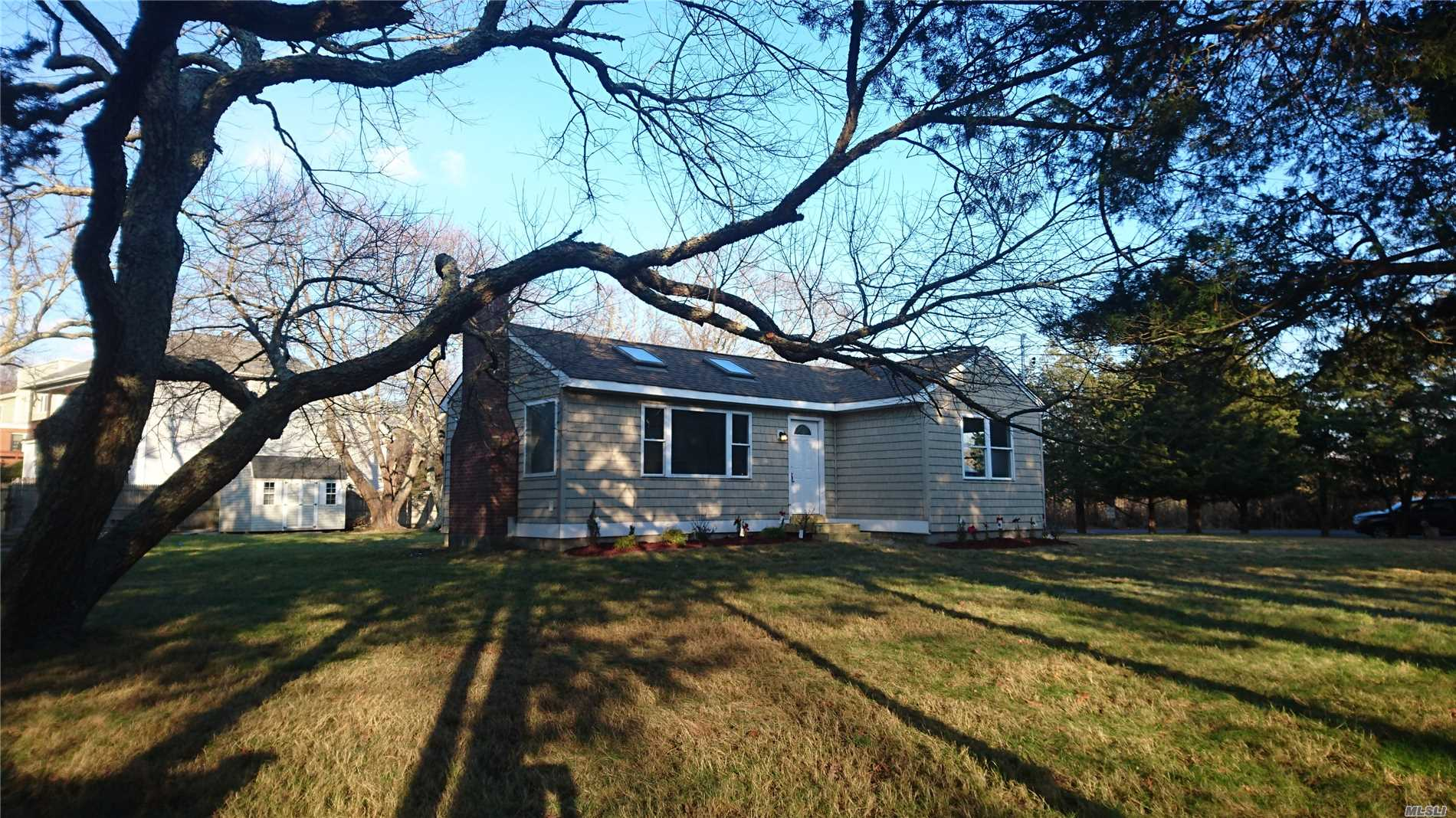 Photo of home for sale at 5 South St, Center Moriches NY
