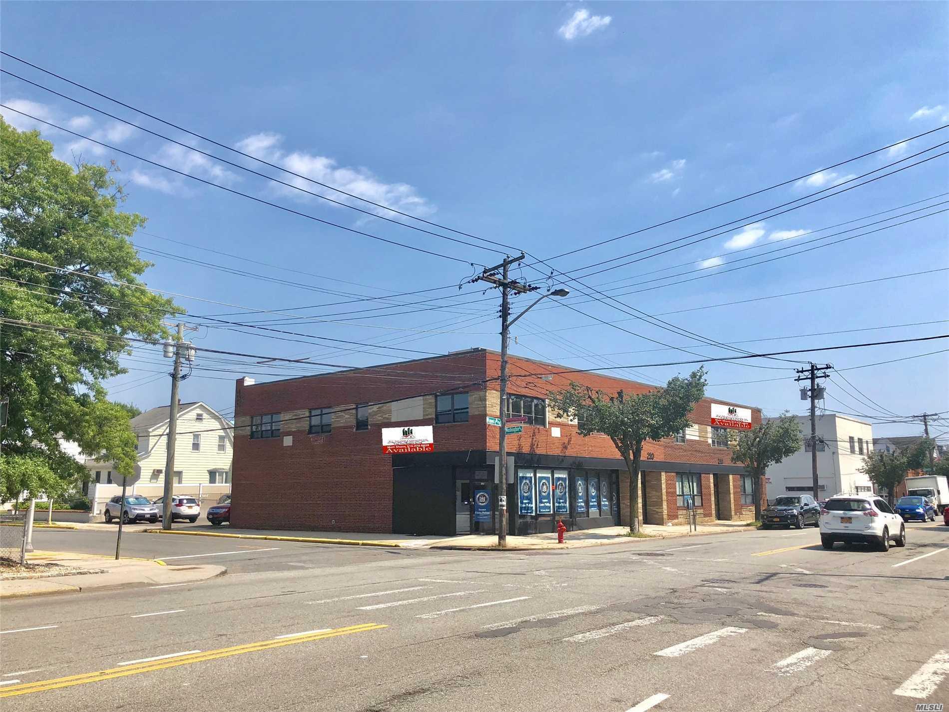 Photo of home for sale at 244-254 Mineola Blvd, Mineola NY