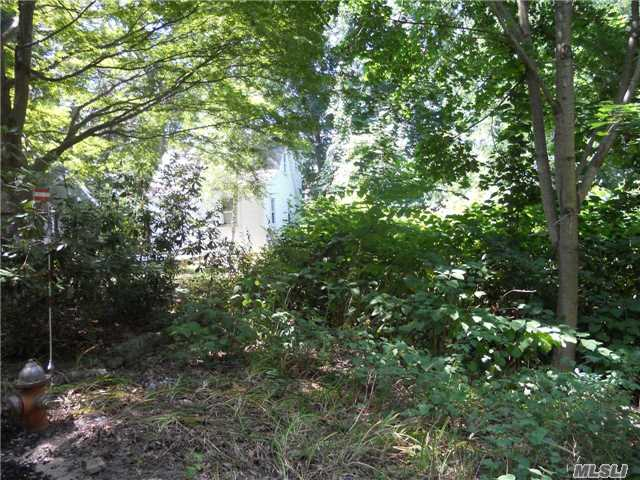 Photo of home for sale at 137 Fire Ln, Wading River NY