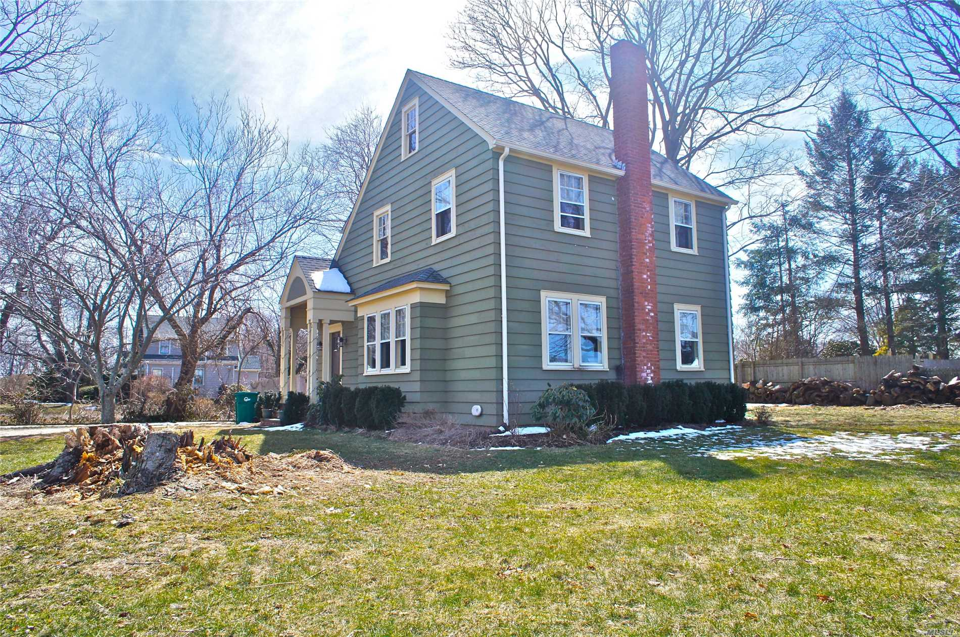 Photo of home for sale at 2490 Pike St, Mattituck NY
