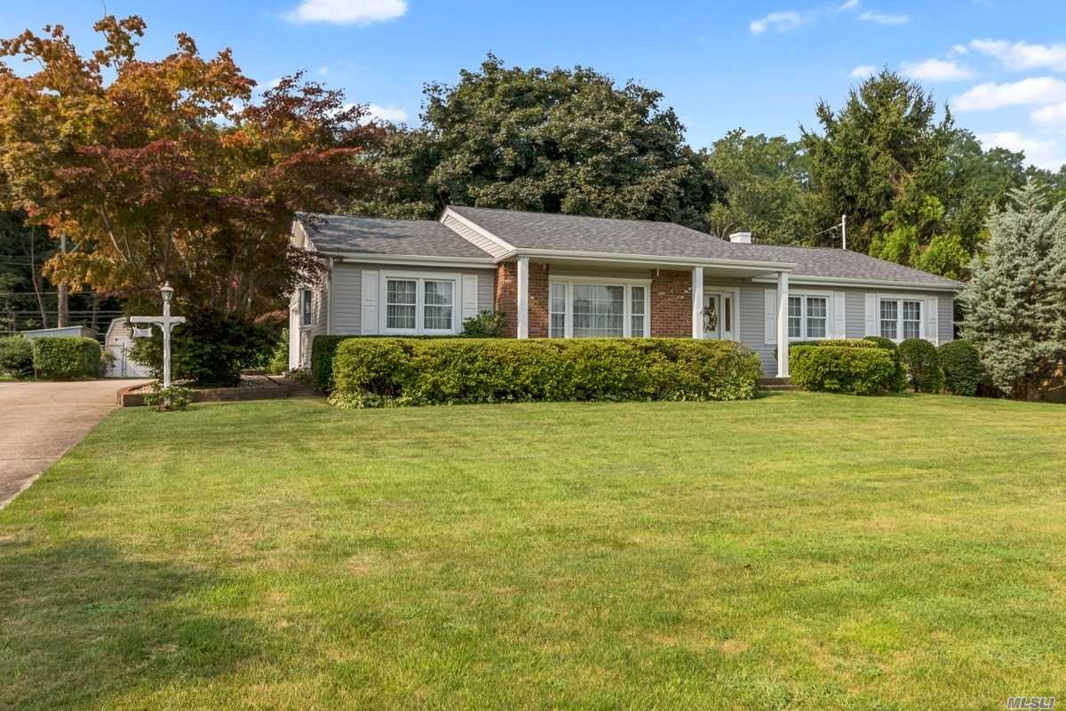 Photo of home for sale at 30 Roundtree Dr, Kings Park NY