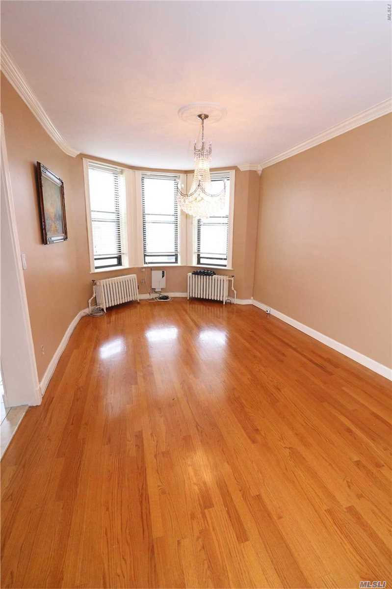 Photo of home for sale at 6054 67th Ave, Ridgewood NY