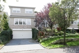 Property for sale at 14 Hamlet Dr, Hauppauge,  NY 11788
