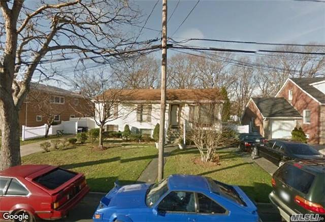 Photo of home for sale at 29 Park St, Copiague NY
