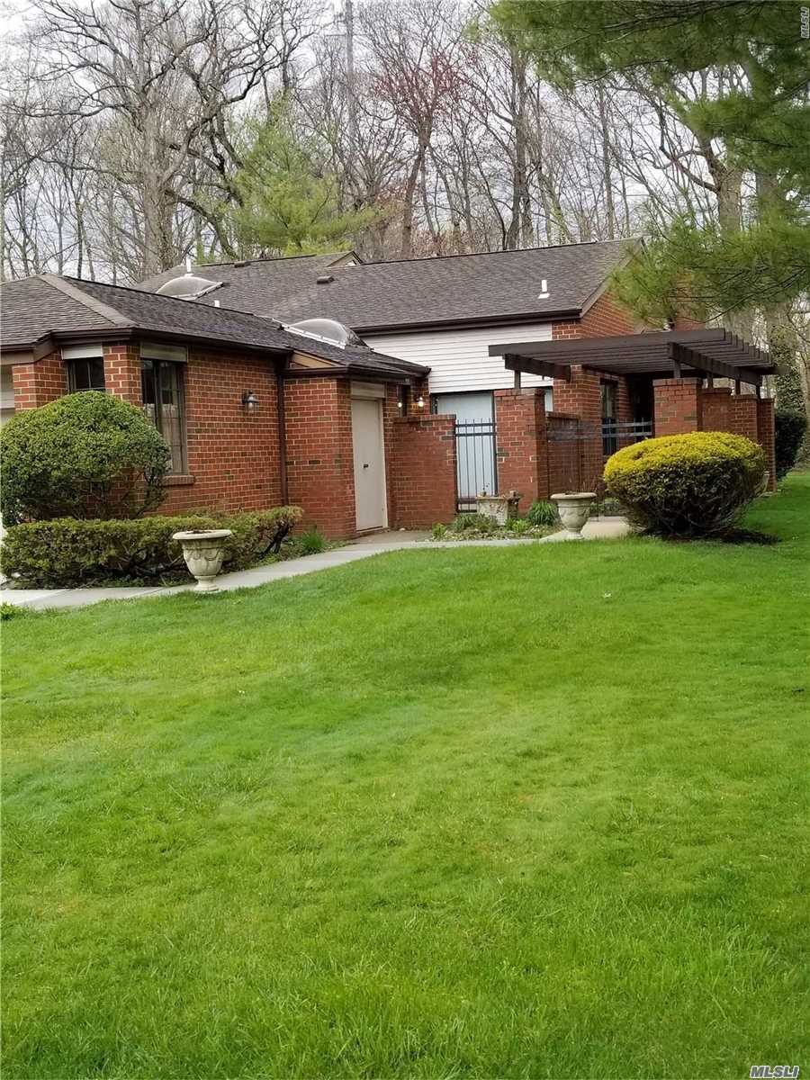 Property for sale at 11 Nightingale Ct, Manhasset,  NY 11030