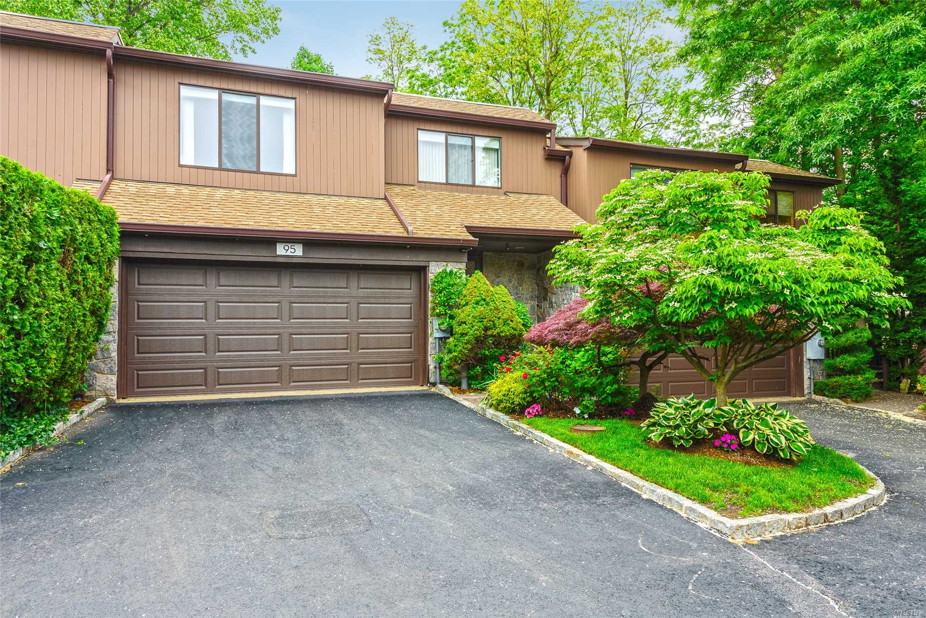 Property for sale at 95 Deer Run, Roslyn Heights,  NY 11577