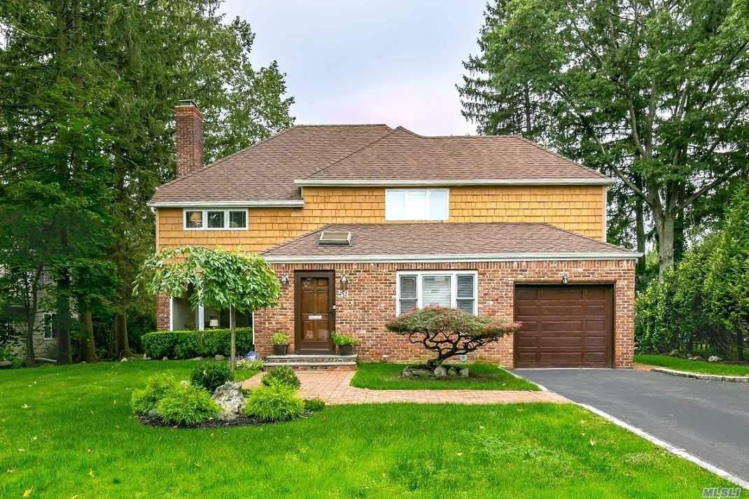 Photo of home for sale at 59 Circle Ln, East Hills NY