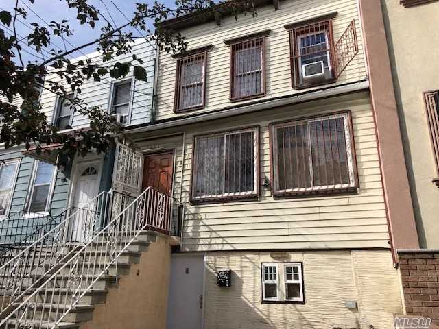 Photo of home for sale at 1331 Chisholm St, Bronx NY