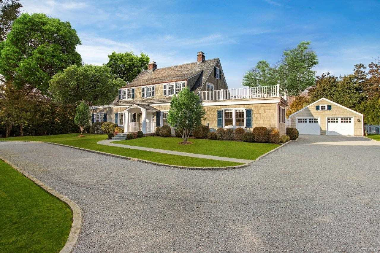 Photo of home for sale at 819 Hill St, Southampton NY
